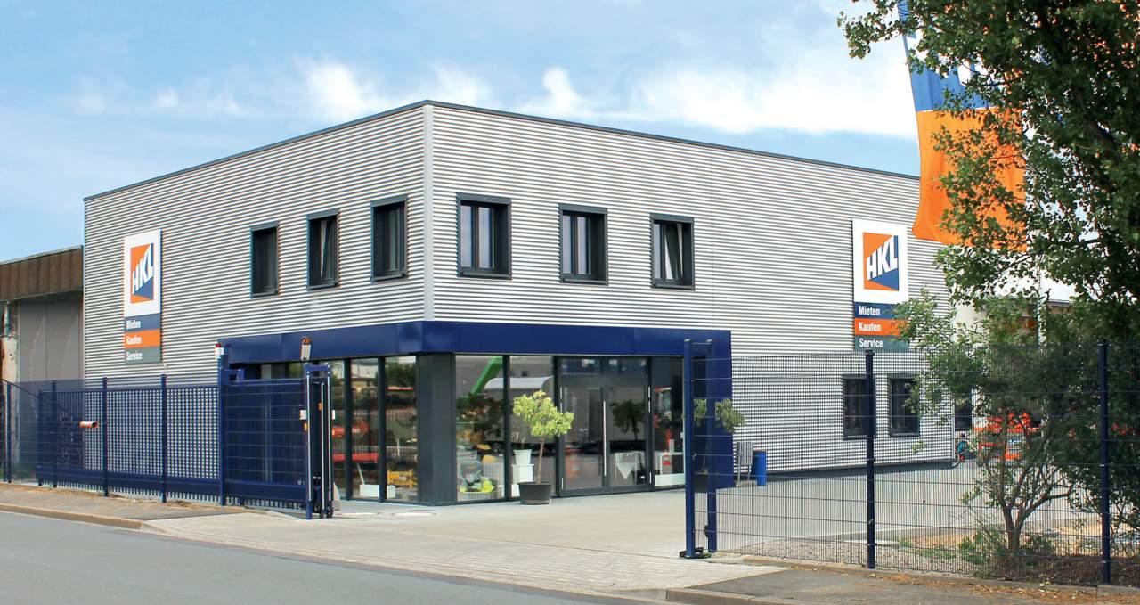Seit März 2015 empfängt das HKL Center in Nürnberg seine Kunden in neuen Räumlichkeiten. Auf 5.700 Quadratmetern bietet HKL hier sein komplettes Dienstleistungsportfolio. Insgesamt investierte der Branchenführer 1,4 Millionen Euro in den Neubau.