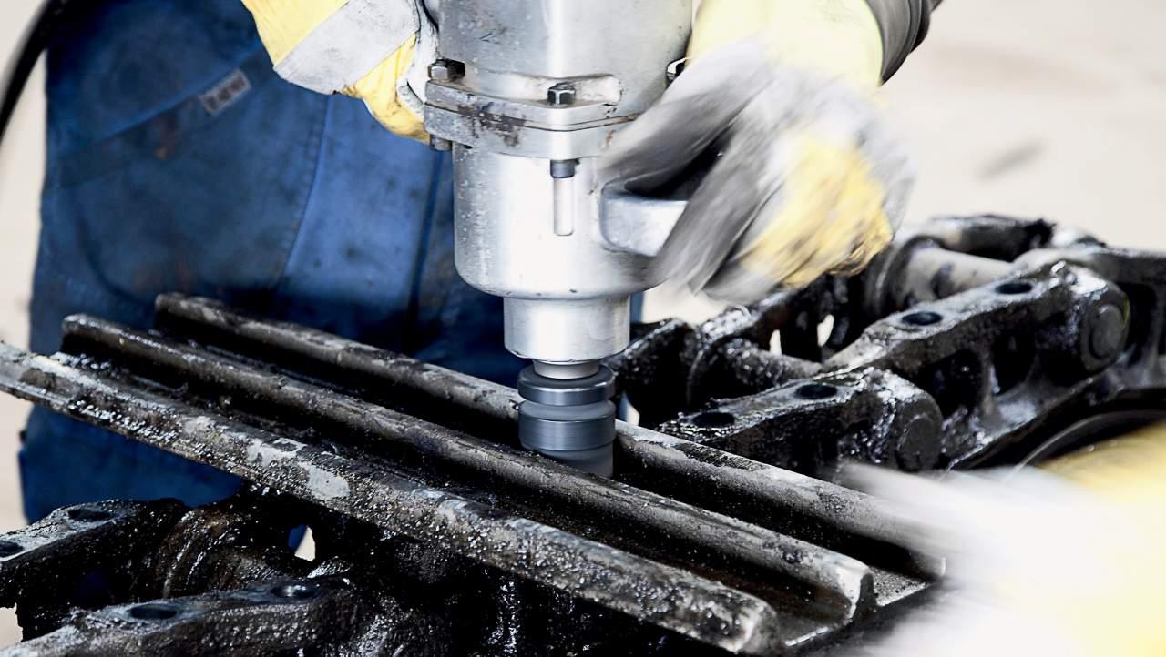 In seinen modern ausgerüsteten Werkstätten und mit eigenen Servicewagen gewährleistet HKL die umfassende Betreuung seiner Kunden.